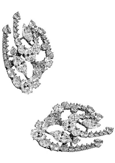 - <b>De Beers Mila earrings</b> worn by Adele at the 54<sup>th</sup> Ceremony of the Grammy's Awards
