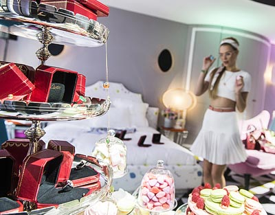 Cartier, thePreppy Party is decorated by candies and amulettes ofdifferent styles