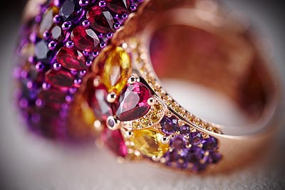 Ring in18ct rose gold and titanium featuring a9.6cts rubellite cabochon and set withfancy-cut rubellites (12.2cts), fancy-cut yellow sapphires (5.5cts) and brilliant-cut amethysts (2.6cts). Ref.: 829875-9001