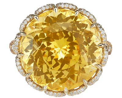 Ring in18ct yellow gold featuring a20.3cts yellow sapphire and set withyellow sapphires and diamonds. Ref.: 829877-0001