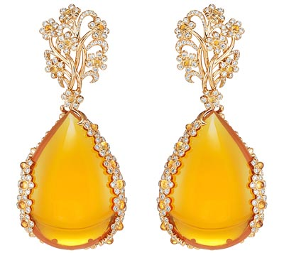 - <b>Earrings</b> in18ct rose gold featuring two fire opals totaling 113.8cts, Mandarin garnet cabochons (3.1cts), colored sapphire cabochons and brilliant-cut diamonds - <b>Ref.: 849851-5001</b>
