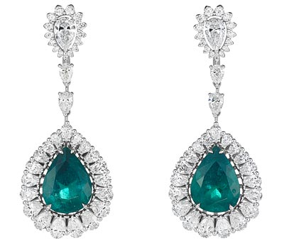 - <b>Earrings</b> in18ct white gold set withpear-shaped emeralds (14cts), pear-shaped (7.3cts) and brilliant-cut diamonds - <b>Ref.: 849585-1004</b>
