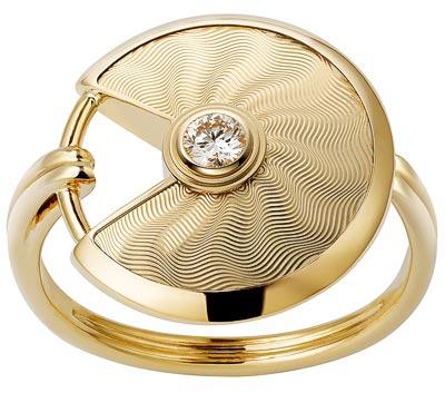 - <b>Amulette de Cartier Ring - </b> Small Model - Yellow gold, adiamond