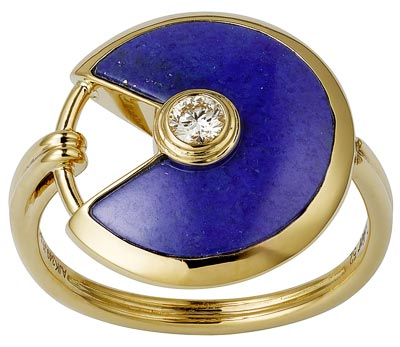 - <b>Amulette de Cartier Ring - </b> Small Model - Yellow gold, lapis lazuli, adiamond