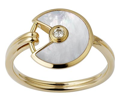 - <b>Amulette de Cartier Ring, Extra-small Model</b> - Yellow gold, mother-of-pearl, adiamond