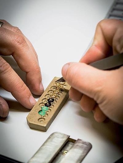- Assembling pastilles for theearrings