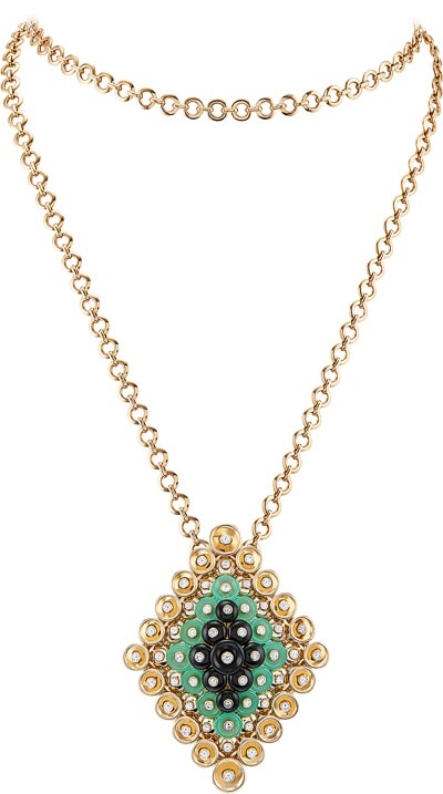 - Bouton d'or pendant, transformable into aclip, yellow gold, diamonds, onyx, chrysoprase