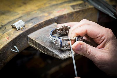 - Jewelry work, work on thegold structure
