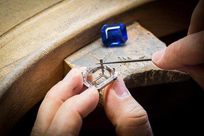 - Setting work, positioning thestone