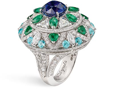 Fleur Bleue ring – White gold, diamonds, emeralds, Paraíba-like tourmalines, a cushion-cut sapphire of 5.13 carats (Burma).