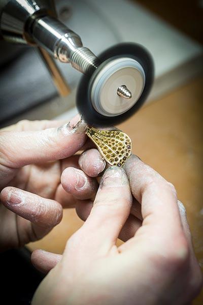 - Polishing work, brush polishing