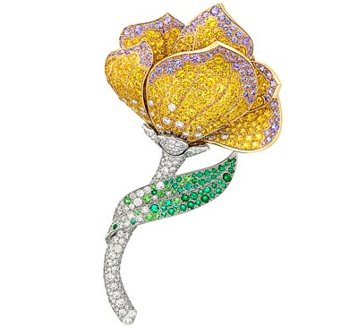 Pétale de Papillon clip – Yellow gold, white gold, diamonds, yellow and mauve sapphires, emeralds, spessartite and tsavorite garnets, onyx, sugilite. Transformable clip.