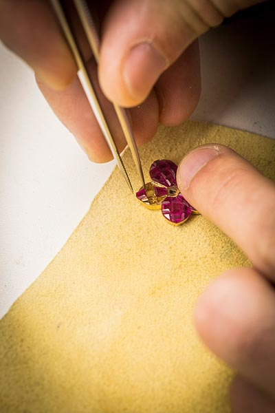 - Mystery Set™ work, Mystery Set rubies