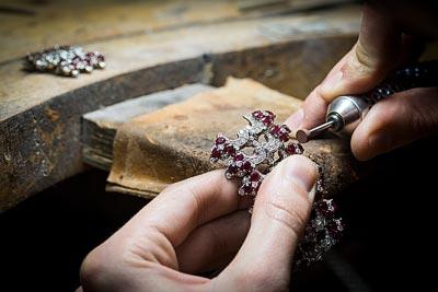 - Polishing work, preparing thepolishing