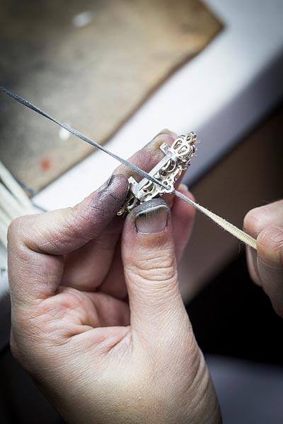- Polishing work, thread polishing