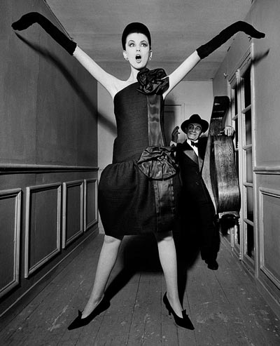 - William Klein, Dorothy + Little Bara with a cello, Paris 1960, Moderato Cantabile dress, Fall-Winter 1960 Haute Couture collection, Souplesse, légèreté, vie line, Vogue US, September 15, 1960, models Dorothy McGowan and Little Bara. <br>© William Klein.