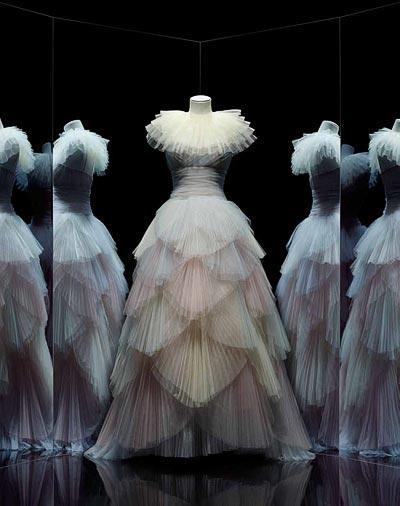 - Maria Grazia Chiuri for Christian Dior, New Junon dress, Spring-Summer 2017 Haute Couture collection. <br>© Photo Les Arts Décoratifs, Paris / Nicholas Alan Cope.