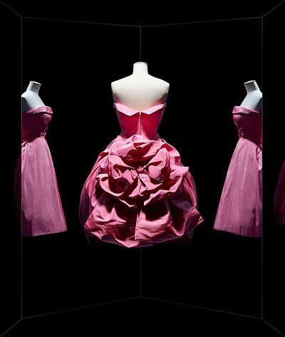- Christian Dior, Opéra Bouffe gown, Haute Couture, Fall-Winter 1956, Aimant line. Short evening gown insilk faille by Abraham. Paris, Dior Héritage. <br>© Photo Les Arts Décoratifs / Nicholas Alan Cope.