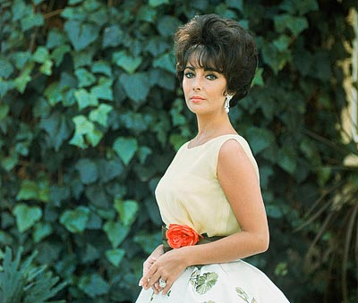 Mark Shaw, Elizabeth Taylor in the Soirée à Rio dress, Spring-Summer 1961 Haute Couture collection, Slim Look © Mark Shaw / mptvimages.com