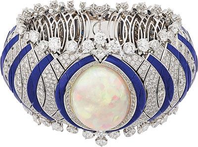 Courant Marin bracelet: Cabochon-cut white opal of33.80 carats, sapphires, lapis lazuli, diamonds. © Van Cleef &Arpels