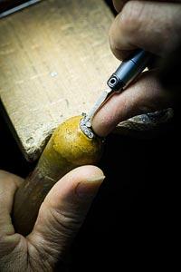 Savoir-faire Pangée necklace © Van Cleef &Arpels - Setting work - birght cut creation