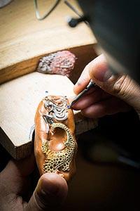 - Setting work - adjusting thestone