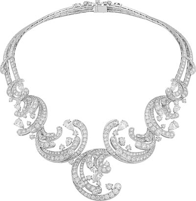 Pangée necklace: White gold, round and pear-shaped diamonds. © Van Cleef &Arpels