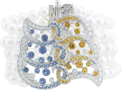 Benguerra bracelet: White gold, diamonds, blue and yellow sapphires, spessartite garnets, white cultured pearls. © Van Cleef &Arpels