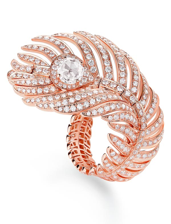 - Boucheron Plume de Paon ring, large version, set with one rose-cut diamond and paved with diamonds, in pink gold