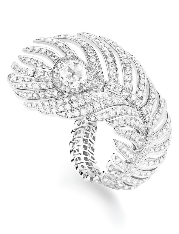 - Boucheron Plume de Paon ring, large version, set with one rose-cut diamond and paved with diamonds, in white gold