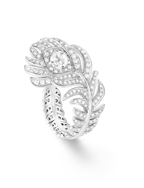 - Boucheron Plume de Paon ring, small version, set with one rose-cut diamond and paved with diamonds, in white gold