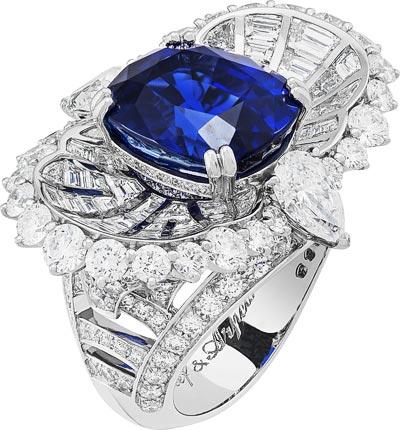 Mer de Sindh ring: Cushion-cut sapphire of10.80 carats (Sri Lanka) and diamonds. © Van Cleef &Arpels