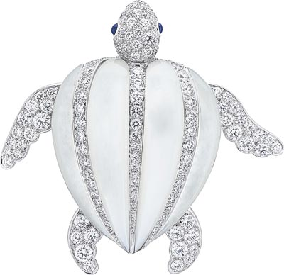 Tortue Luth clip: White mother-of-pearl, sapphires, diamonds. © Van Cleef &Arpels