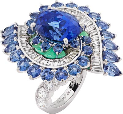 Mer des Étoiles ring: White gold, round and baguette-cut diamonds, round and pear-shaped sapphires, chrysoprase, one oval-cut sapphire of7.29 carats (Sri Lanka). © Van Cleef &Arpels