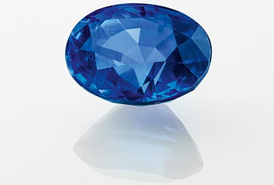 Chrysoprase: One oval-cut sapphire of7.29 carats (Sri Lanka)