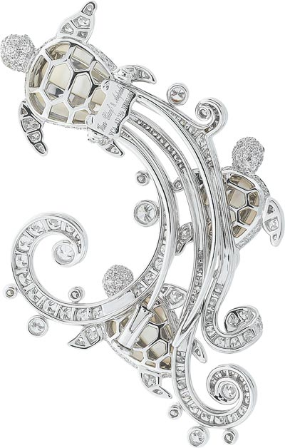 Trois Tortues clip: White gold, diamonds, cabochon-cut sapphires, white mother-of-pearl. © Van Cleef &Arpels