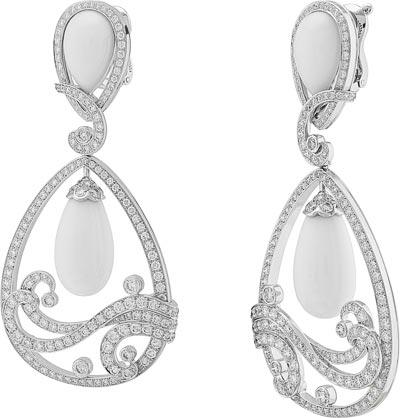 Vagues de Corail Blanc earrings: Coral, diamonds. © Van Cleef &Arpels