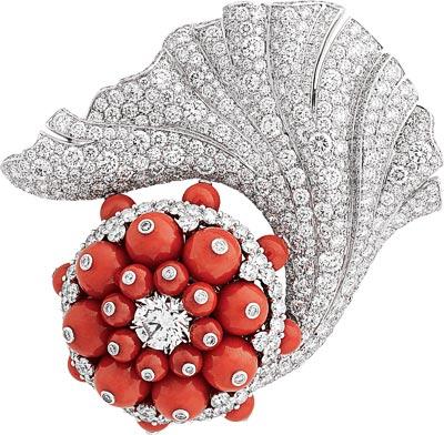 Erythros clip: Coral, diamonds.. © Van Cleef &Arpels