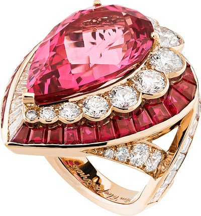 Goutte de spinelle ring: Pink gold, round and baguette-cut diamonds, baguette-cut rubies, one pear-shaped pink spinel of14.34 carats. © Van Cleef &Arpels