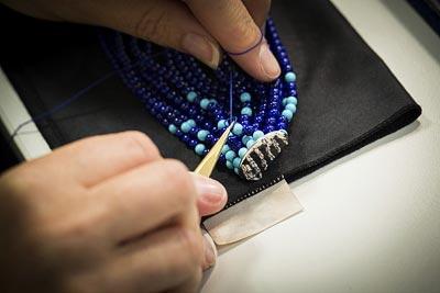 Savoir-faire: Rouleau Azur bracelet  - hreading work - tying theknot