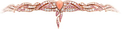 Flamant corail necklace: Pink gold, round diamonds, round and pear-shaped pink sapphires, round peridots, pink and red coral, onyx. © Van Cleef &Arpels