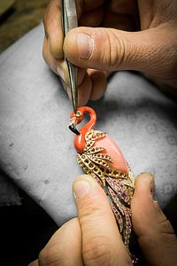 Savoir-faire: Flamant corail necklace  - Jewelry work - positioning theperidot eye