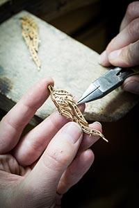 Savoir-faire: Flamant corail earrings  - Jewelry work - assembling