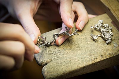 - Jewelry work - work on thegold structure