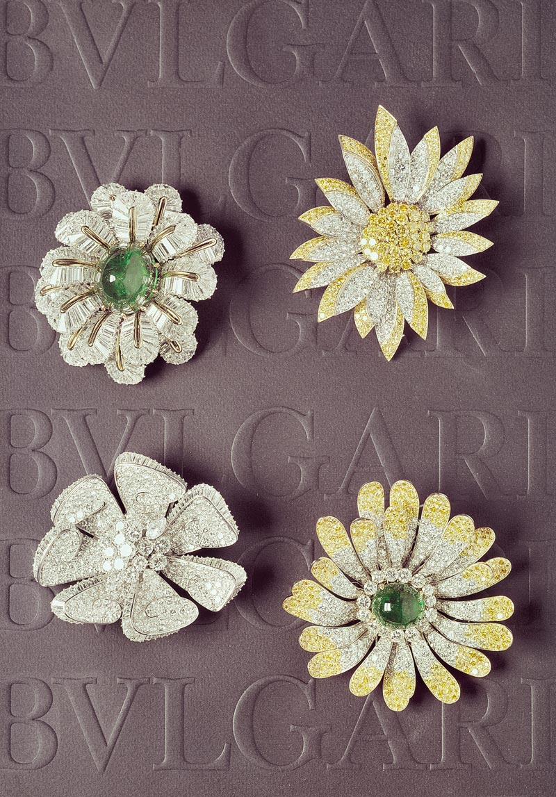 - <b>Bvlgari Heritage Collection:</b> <br>Flower brooch in platinum with emerald, colourless and fancy yellow diamonds, ca. 1960s <br>Ref.: MUS0606