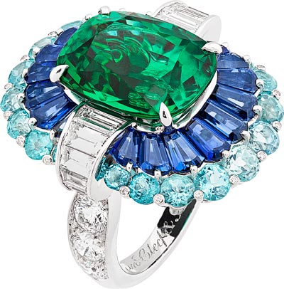 Adria ring: White gold, platinum, round and baguette-cut diamonds, baguette-cut sapphires, Paraíba-like tourmalines, one cushion-cut emerald of8.35 carats (Zambia). © Van Cleef &Arpels