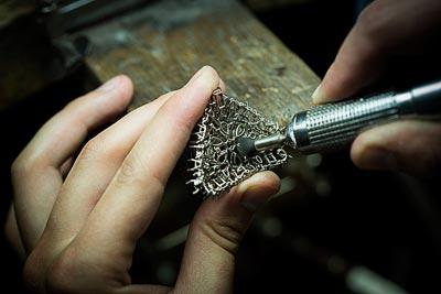 Savoir-faire: Lagune Précieuse necklace © Van Cleef &Arpels - Jewelry work - pre-polishing