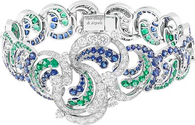 Apsyrtides bracelet: Emeralds, sapphires, diamonds. © Van Cleef &Arpels