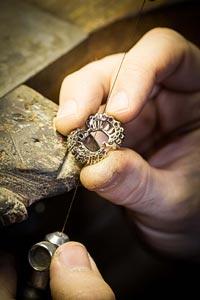 Savoir-faire: Adria ring © Van Cleef &Arpels - Jewelry work - open work