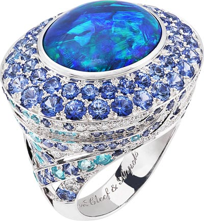 Île au trésor ring: Cabochon-cut black opal of13.22 carats, Paraiba-like tourmalines, sapphires, diamonds© Van Cleef &Arpels